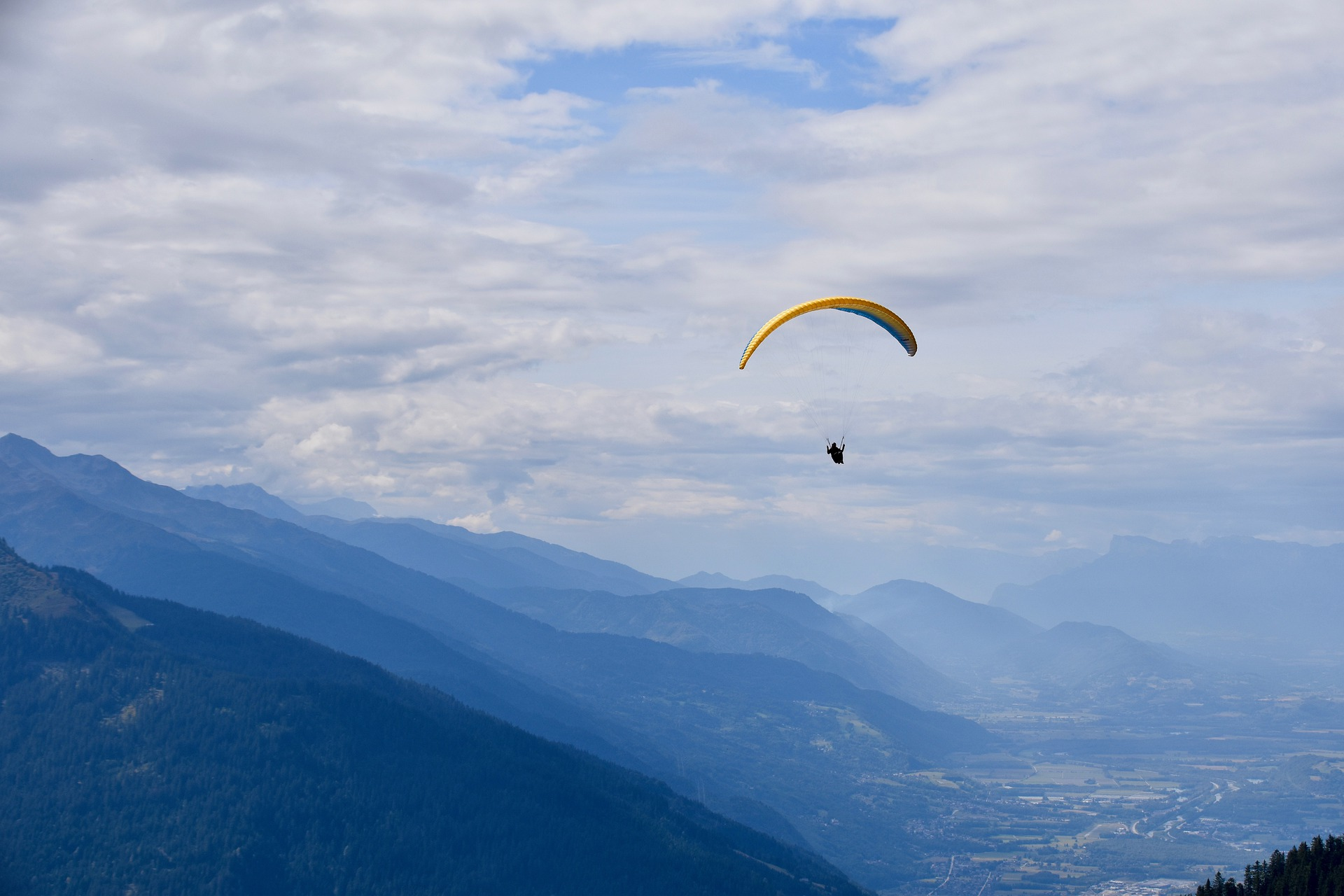 Un vol en parapente en montagne